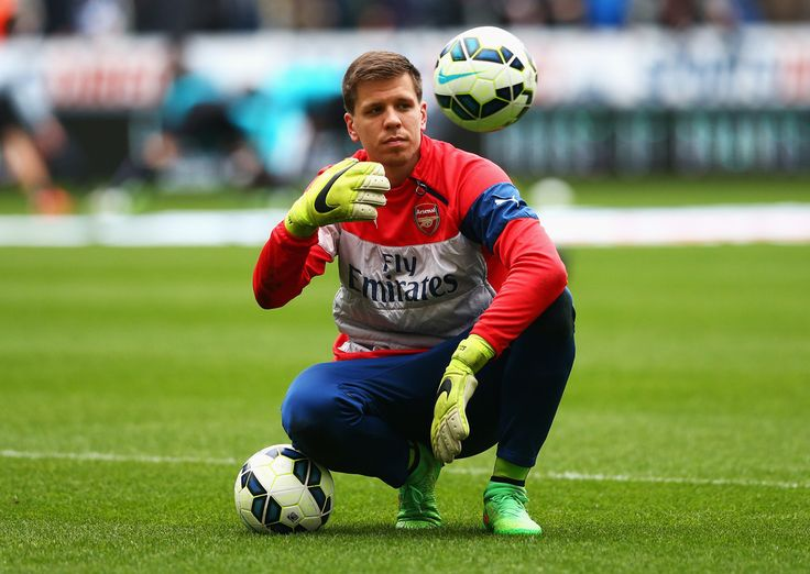 Wojciech Szczesny Photos Photos - Wojciech Szczesny of Arsenal looks on in the warm up prior to the Barclays Premier League match between Newcastle United and Arsenal at St James' Park on March 21, 2015 in Newcastle upon Tyne, England. - Newcastle United v Arsenal - Premier League