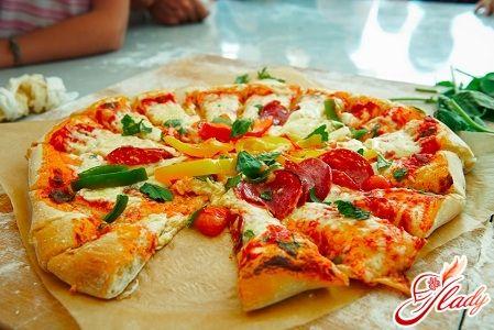Начинка для пиццы  4 штуки свежих помидоров 100 граммов ветчины 50 граммов сыра (в идеале Гауда или Эдам)