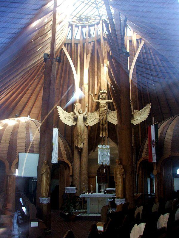 Paks Makovecz templom