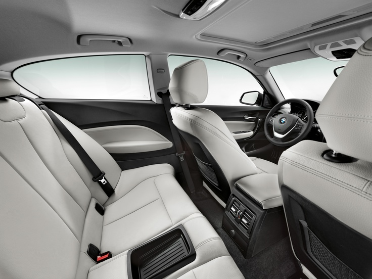 The exclusive look and feel of the interior, the wide range of standard features and equipment that even includes air conditioning, along with the many optional driver assistance systems and BMW ConnectedDrive mobility services available, underscore the premium status and progressive character of the new three-door BMW 1 Series.