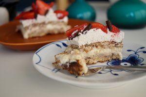 Sukkerfri lagkage - perfekt lagkage med alt det lækre - uden tilsat sukker. Mandelbunde med vaniljecreme og marscaponecreme