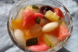 「冷たい♪冬瓜と果物の白玉餡蜜」冬瓜を煮詰めるとアロエの様に透明になり、ツルリと食べれます。洋ナシに似た食感です。皮は好みだと思いますが、少し癖があるので私はほとんど皮無しです。【楽天レシピ】