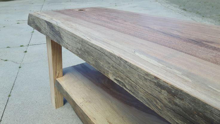 Op maat gemaakte badkamermeubels van 100% hardhout! Alle meubels worden compleet vochtbestendig behandeld. Bent u opzoek naar iets speciaals in uw badkamer? Dan bent u bij Stenfert PuurHout op het juiste adres!