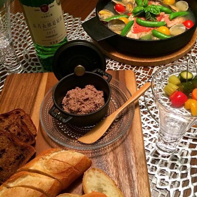 ブルゴーニュ赤LOVEの私、白ワインはほとんどいただきません❗️ でも、今夜は岩手県の五月長根葡萄園さんの白ワイン!を岩手県の名品、鉄鍋で作った金目鯛のアクアパッツァにマリアージュ  香り高いワインは濃厚なレバーペーストとも合いました - 415件のもぐもぐ - 自家製レバーペーストとピクルス!五月長根に合わせて金目鯛のアクアパッツァ by AIMABLE
