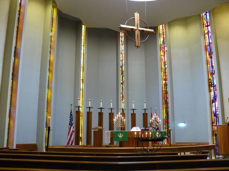 3 August: jasně, mohla jsem čekat, že v Americkém lutheránském kostele nesmí chybět americká vlajka..