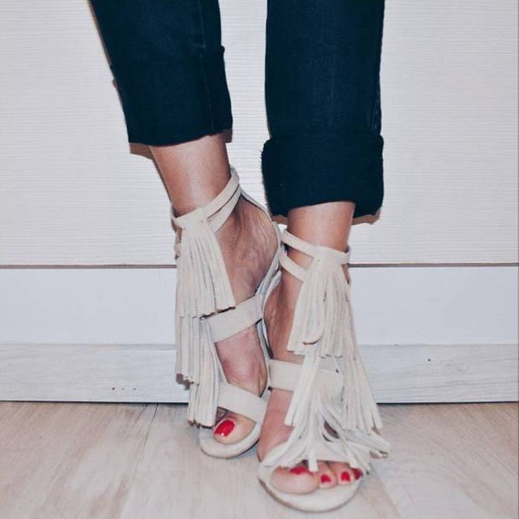 I will always be a heel girl (via: @evanka4) #SanteBloggersSpot Shop NOW: www.santeshoes.com