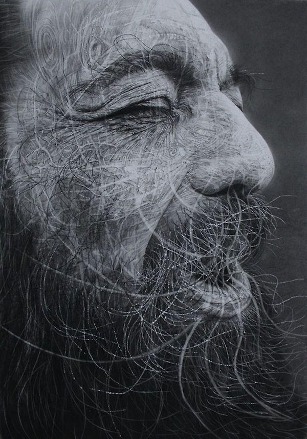De kunstenaar Douglas McDougall uit Schotland maakt portretten met houtskool op zandpapier. McDougall bewerkt het papier vervolgens met scherpe voorwerpen.