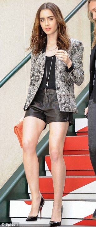 Lilly Collins Street Style #fashion #model Streetstyle