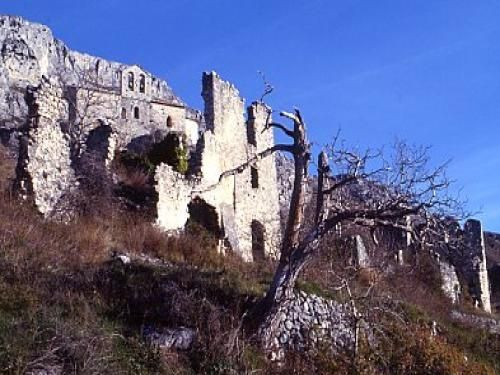 erfgoed route: Kapel van St Stephen en kasteelruïnes - France-Voyage.com