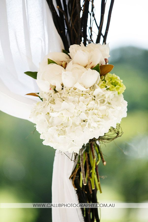 Chris and Caitlin's Noosa Wedding day - Mondo Floral Designs