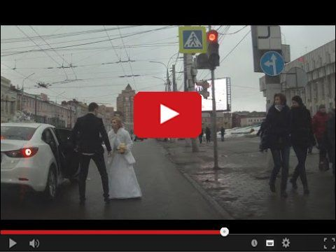 Nie ma to jak szczęśliwa para nowożeńców w drodze a