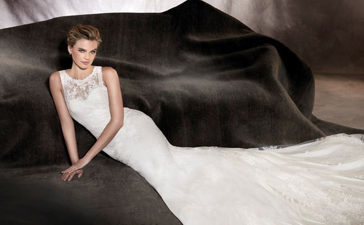 ALEGRIA - Chantilly, lace and guipure appliqués are the stars of this romantic wedding dress that is perfect for brides who want to wear a true jewel