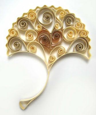 I would love to learn how to make this!  Absolutely incredible! Crafting Creatures - ginkgo leaf made of quilling paper with gold gilded edge.