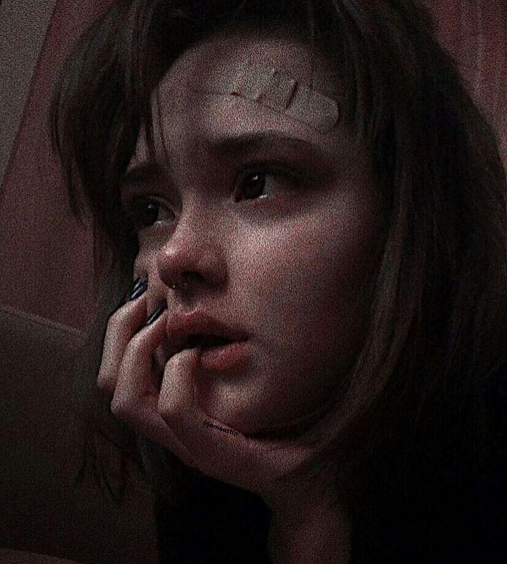 Картинка девушка топ плачет