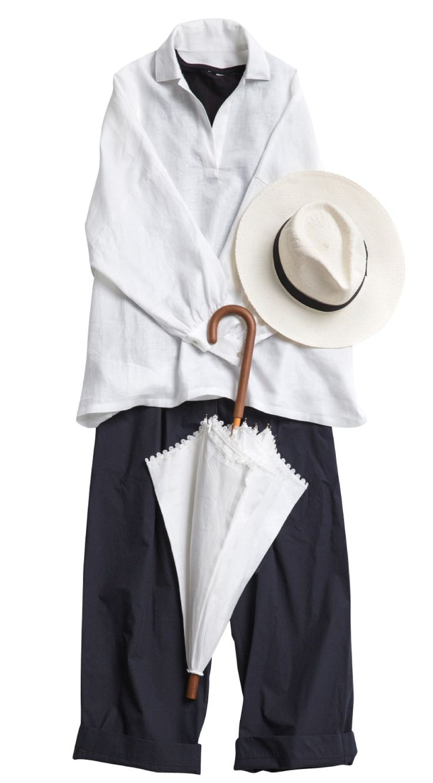 白いリネンのシャツの下に 黒のキャミソールで透け感を楽しんで。 ボトムは黒。 帽子のリボンも黒。 帽子と日傘は白。 白と黒のコーディネートは楽しいし、無限。