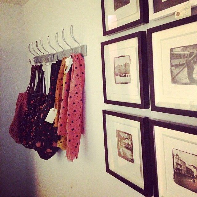 Otra esquinita de regalos con encanto y únicos de nuestro upper selection market en #letstock, Calle de las Huertas 11 Madrid. #regalos #arte #moda #compras #navidad #feria #ferias #mercados #mercado