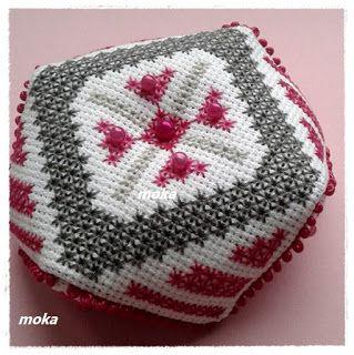 Kramik  Moka: Biscornu