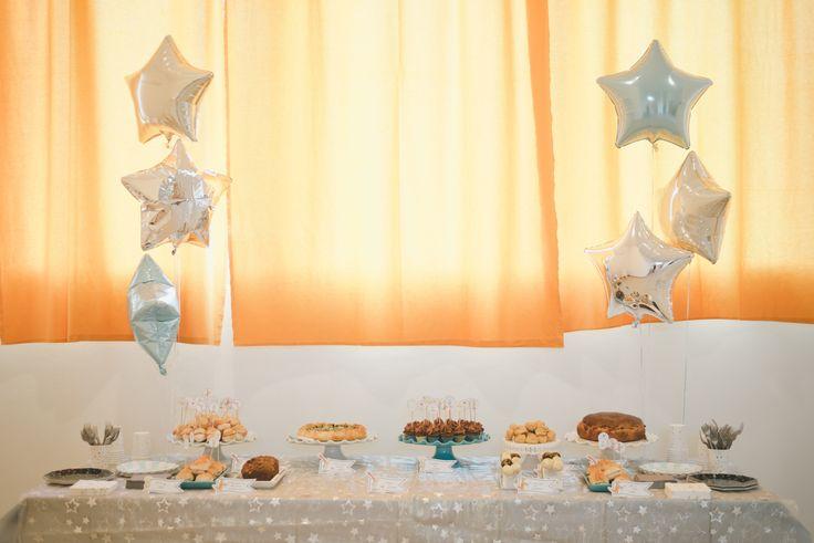 Come organizzare un primo compleanno indimenticabile? Ecco i tips per una festa stress free e piena di divertimento per festeggiare un momento speciale.