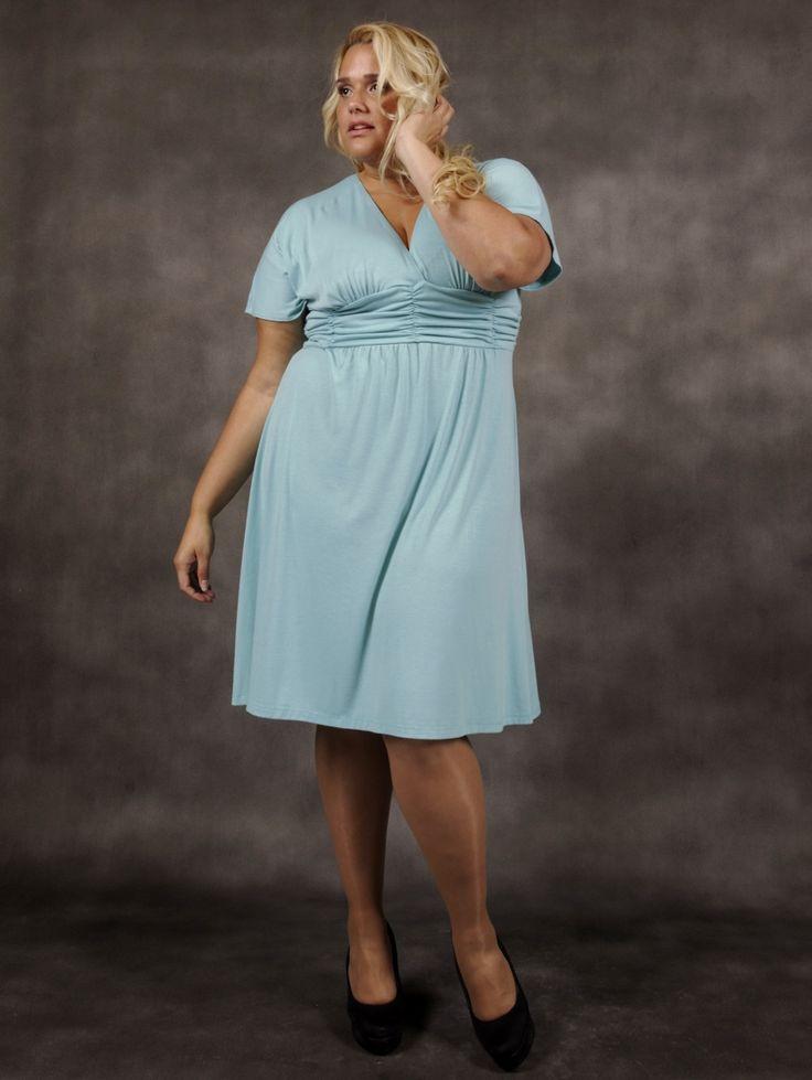 Smukke store størrelse kjole fra www.ladiva.dk