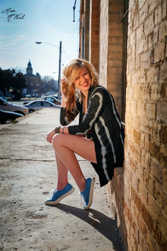 hipster fashion, click the pic to see senior picture ideas for girls, photography, field, urban, bridge