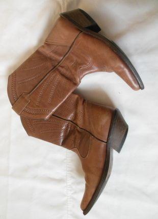 Kup mój przedmiot na #vintedpl http://www.vinted.pl/damskie-obuwie/kozaki/11207962-topshop-kowbojki-karmelowe-skora-38