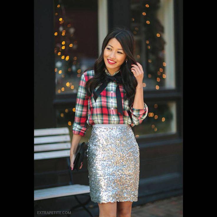 Une jupe argentée avec une chemise à carreaux