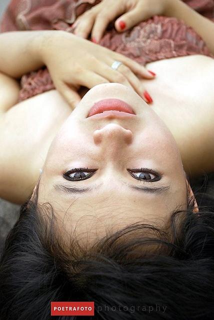 Modeling Portrait Photography    Like, share :) http://www.diyphotographystuff.info/1795/yn-560ii-review/