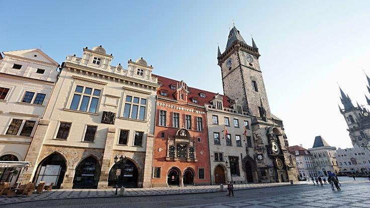 Prague City Tourism spravuje budovu Staroměstské radnice. V jejím přízemí zajišťuje chod turistického informačního centra, stará se o návštěvníky historických sálů, starobylého podzemí i radniční věže. Na Staroměstské radnici rovněž sídlí dispečink průvodců.
