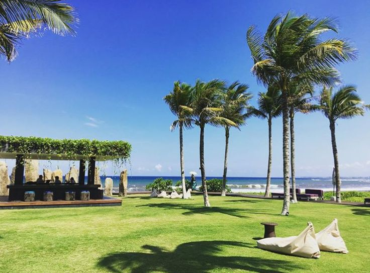 The perfect place to sit back, relax and enjoy the fresh air and the sea breeze. Great photo : @laurensiaimce goo.gl/PEhmTh