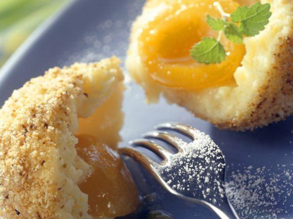 Aprikosenknödel mit Butterbröseln ist ein Rezept mit frischen Zutaten aus der Kategorie Steinobst. Probieren Sie dieses und weitere Rezepte von EAT SMARTER!