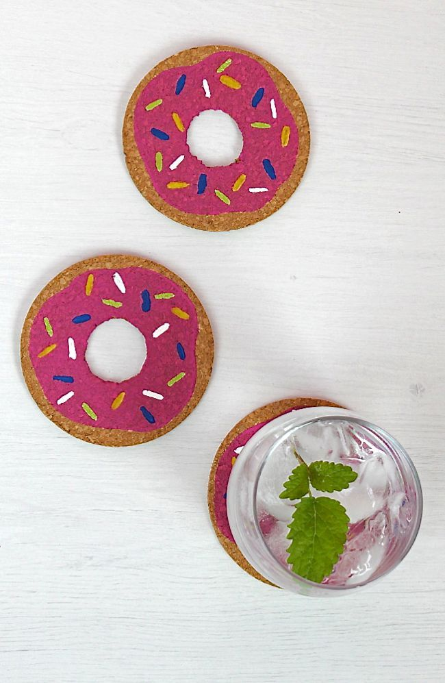 These DIY Donut Coasters combine our favorite things: crafting and sweets! Easy and fun to make from craft blog Henry Happened. cut hole in cork, paint