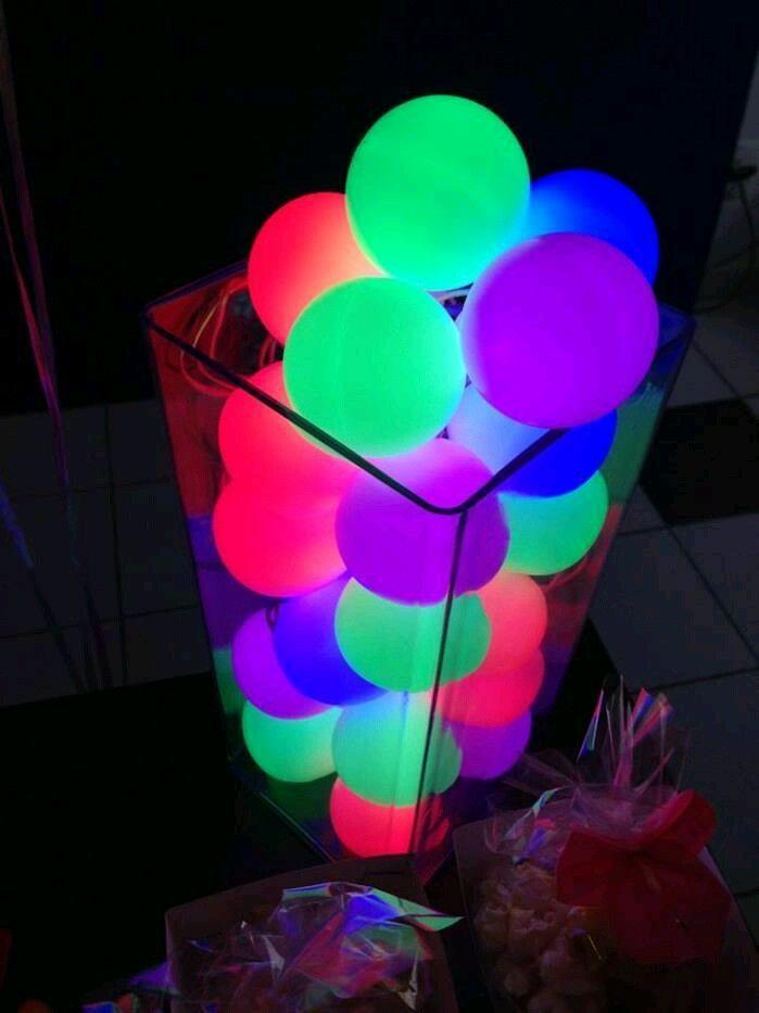 Aprende como darle luz propia a globos comunes y corrientes para ponerle un toque super original a la decoración de tu fiesta. Es un truco ...
