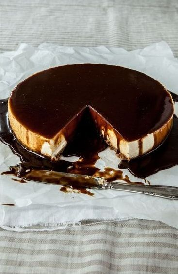 lemon cheesecake with licorice caramel sauce