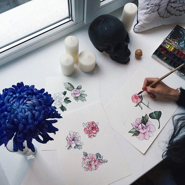 Ребятки, хочу вас познакомить, у нас в студии пополнение. Красавица и мастер татуировки, и перманентного макияжа Нора! И мы сегодня весь день с @nora_ink рисуем для вас нежность Внимание, нам нужны 5 добровольцев, будем делать пионы. Бесплатно✨ Пишите сюда Booking.noraink@gmail.com