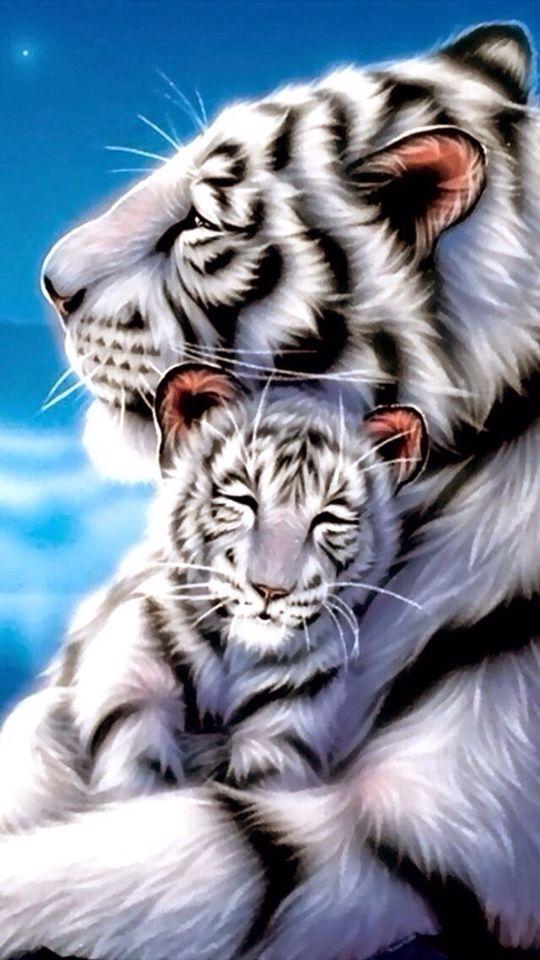 weiße tigermutter kuschelt mit baby – Mystik