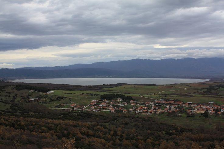 Αγαπημένο χωριουδάκι στην Βόρειο Ελλάδα - Ακρίτας από ένα κοντινό λόφο