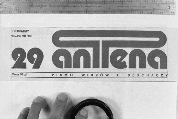 W 1983 roku nie było zbyt wielu kanałów, ale każdy chciał wiedzieć co będzie w programie (fot. Z. Januszewski/TVP)