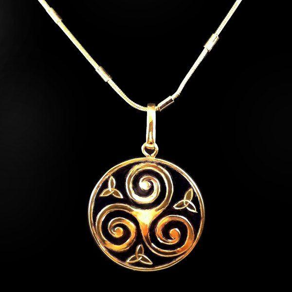 Colgante #Trisquel cobre grabado a mano Dorado oro 24 q envejecido 3 cm D www.harmonia.cl