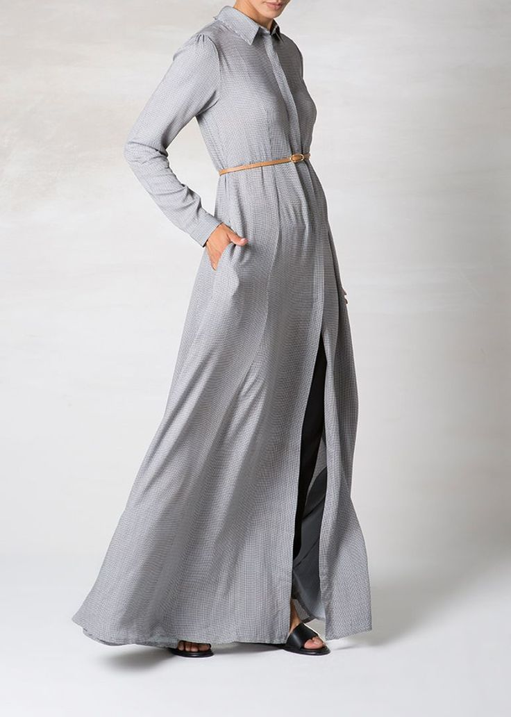 <p>An elegant maxi dress consisting of a micro houndstooth print, perfect as formal wear or as a casual outfit.</p>