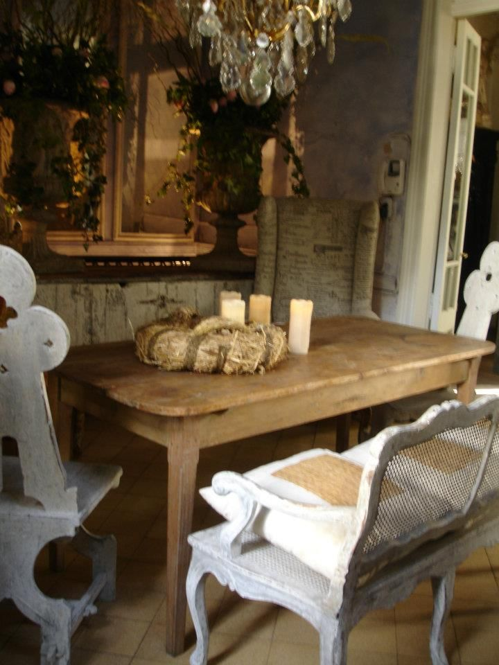 1000 ideas about antique dining rooms on pinterest for Dining room ideas vintage