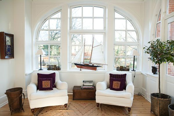 Love, love, love the window: Big Window, White Chairs, Living Rooms, Dreams Houses, Hampton Houses, Arches Window, Reading Nooks, Houses Exten, Window Seats