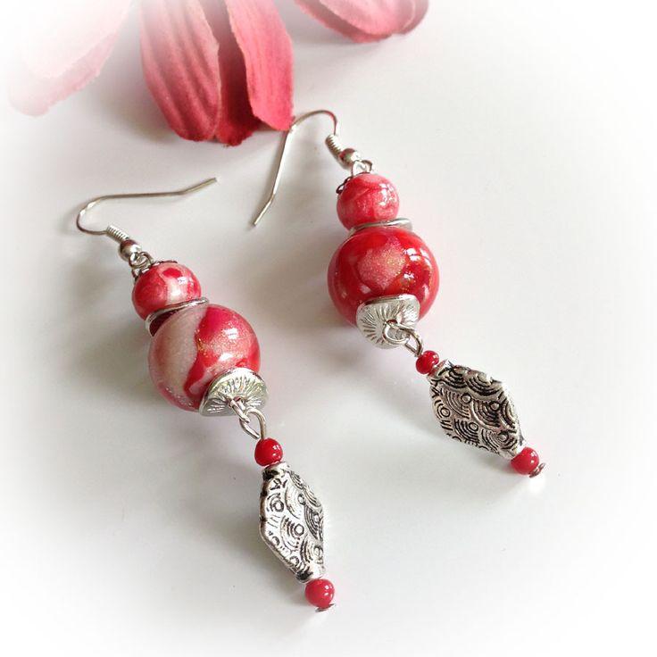 Boucles d'oreille, rouges, corail, or craquelé. : Boucles d'oreille par agape