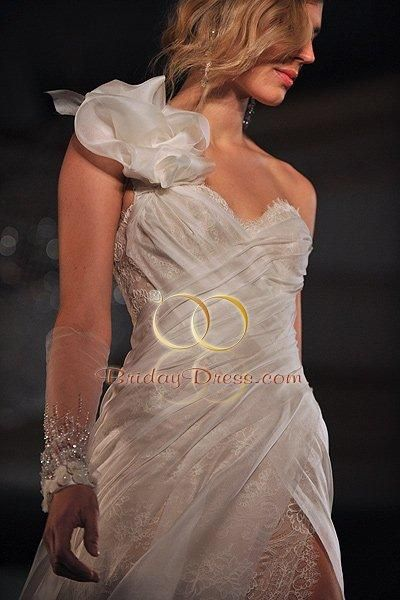 Ines Di Santo Cameo: buy this dress for a fraction of the salon price on PreOwnedWeddingDresses.com