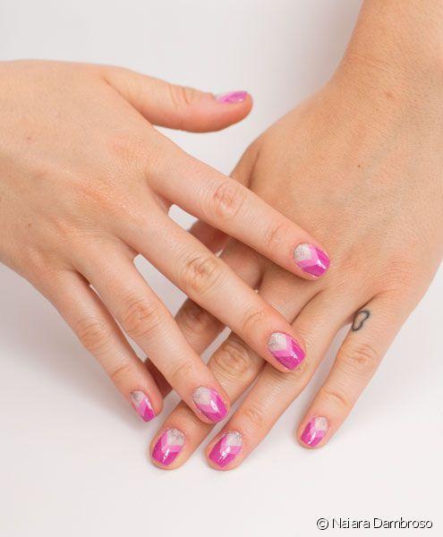 Com o início da temporada de primavera/verão, o esmalte rosa voltou a ser um dos preferidos para as unhas da semana. Delicado e super feminino, ele fica ótimo tanto com os looks do dia a dia quanto co...