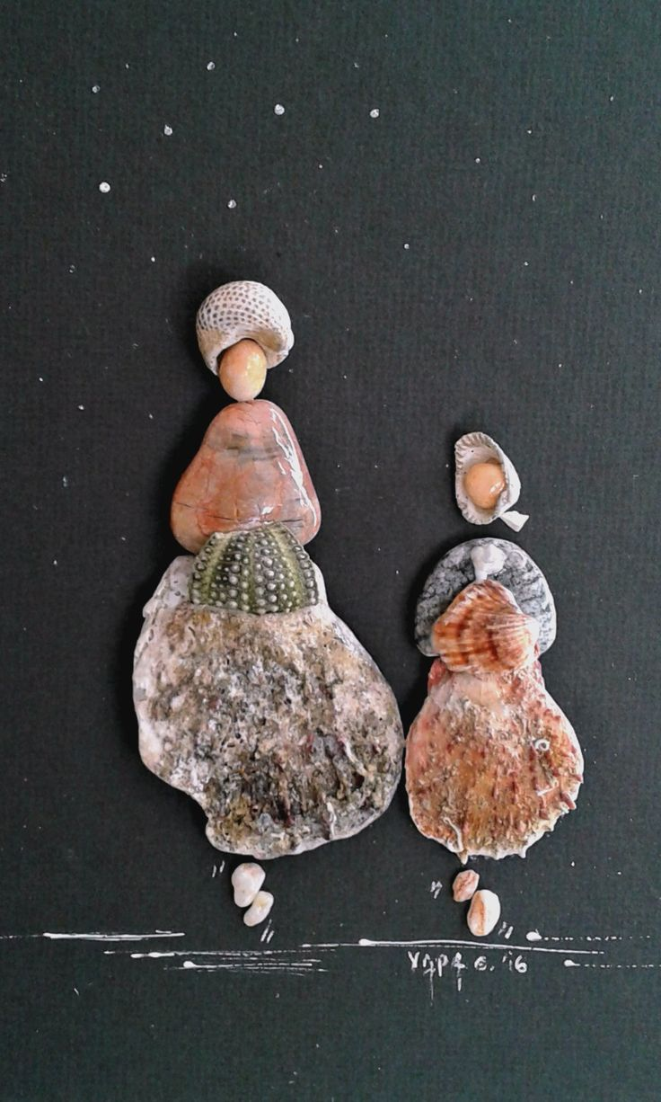 """Vintage ladies"" from Pebbles and seashells pebble art by Hara"