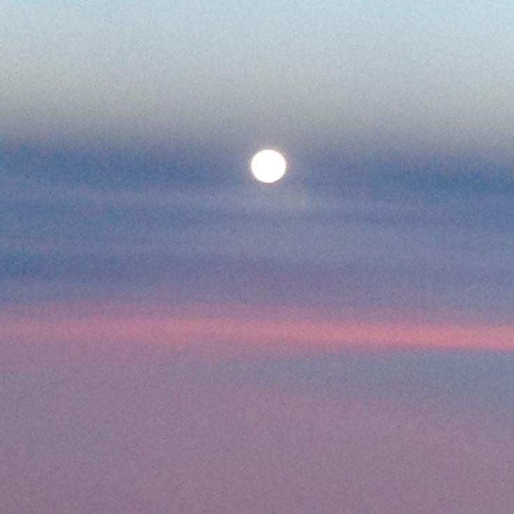 Puesta de sol, cuantos colores :) #sol #cielo #sinfiltro #colores #blanco #naranja #azul #morado #luscoefusco