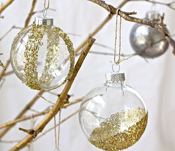 6 CHRISTMAS ORNAMENTS IN SPECTACULAR COLORS. LEARN HOW TO GIVE A SPECIAL CHARM TO DECORATIONS