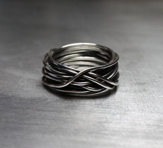 Hoi! Ik heb een geweldige listing gevonden op Etsy https://www.etsy.com/nl/listing/110104882/mens-ring-mens-wedding-band-wire-wrapped