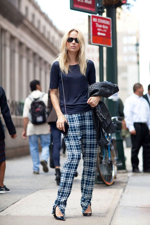 STREET STYLE SPRING 2013: NYFW - Blogger Elin Kling channels the best of 90s grunge in plaid pants and an easy tee: Street Fashion, Inspiration, Fashion Week, Elinkling, Street Styles, Plaid Pants, Plaid Trouser, Elin Kling