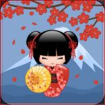 Ilustração do vetor de uma menina oriental bonito em um vestido vermelho do quimono com a faixa preta larga da bruxaria africana que guardara um guarda-chuva de bambu amarelo. O cabelo preto da menina é decorado com flores e os gancho de cabelo vermelhos do estilo da gueixa. Estes trabalhos de arte foram inspirados por bonecas de madeira tradicionais do kokeshi de Japão e influenciados pelo estilo da arte de Chibi Kawaii do japonês. A árvore vermelha de florescência de Sakura e uma montanha…